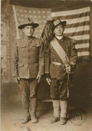 USA, 1910s. A different choice. Twin brothers, born in 1899, fight separately - one as a bersagliere in Italy, the other as an infantryman for the United States - during World War I